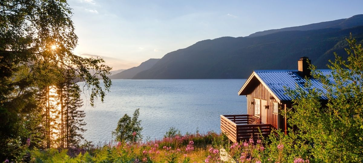 Ways To Decorate and Design a Lake House
