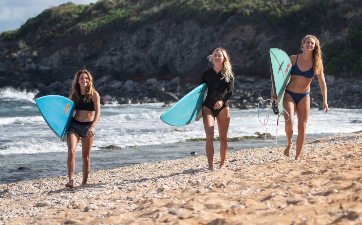 Paige Alms, Annie Reickert and Skyler Lickle walks on the beach at Lanes, Maui, HI, USA on 27 November, 2020. // Jake Marote